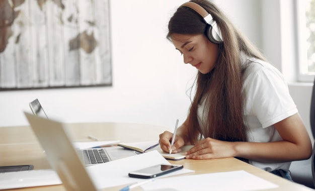 best study and office tables in India